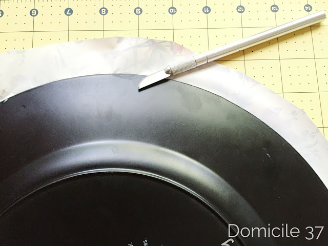 A step by step tutorial that shows how to add a print to dress up those plain store bought plate charges.