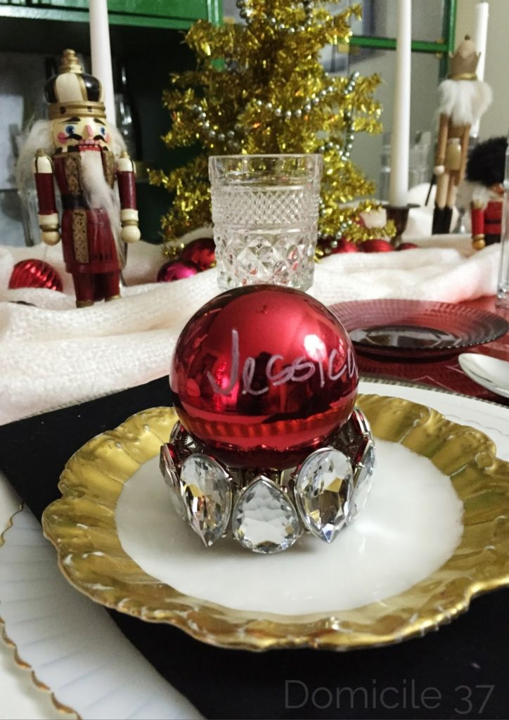Ornament tables setting, costume jewelry tablescaping, eclectic tablescape, Whimsical Christmas table setting
