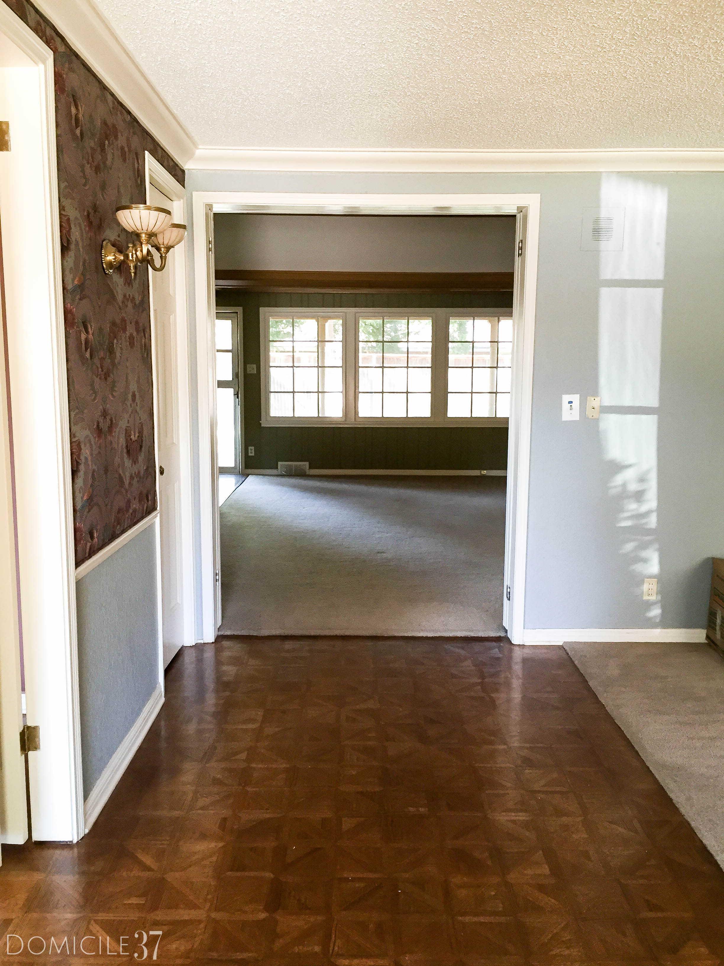 before-foyer