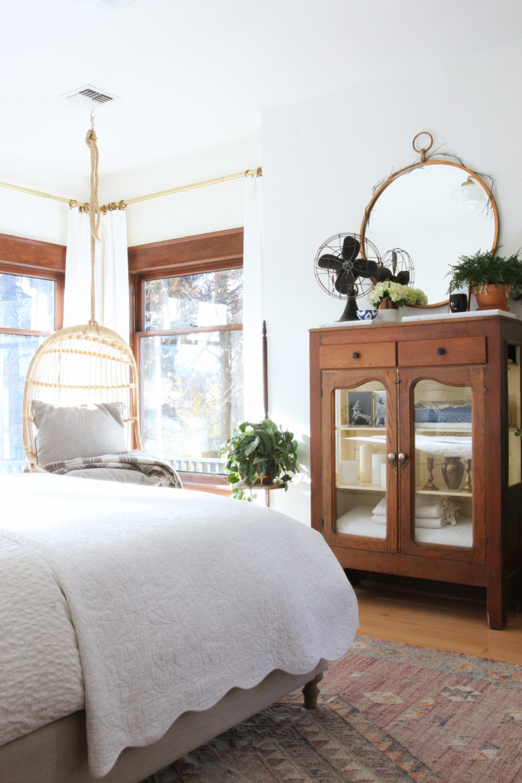 the-grit-and-polish-master-bedroom-bright-room-e1478574854332