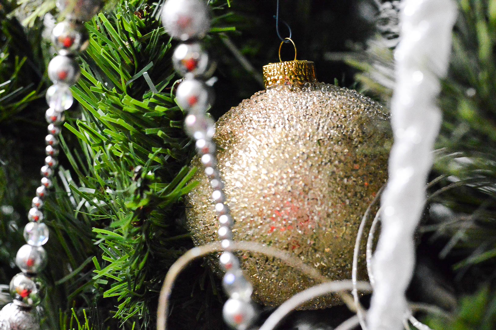 christmas-tree-sparkle-ornaments