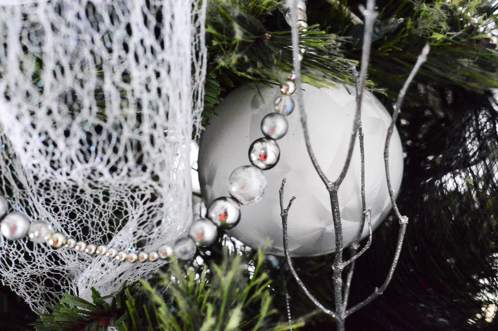 christmas-tree-white-ornament-tree