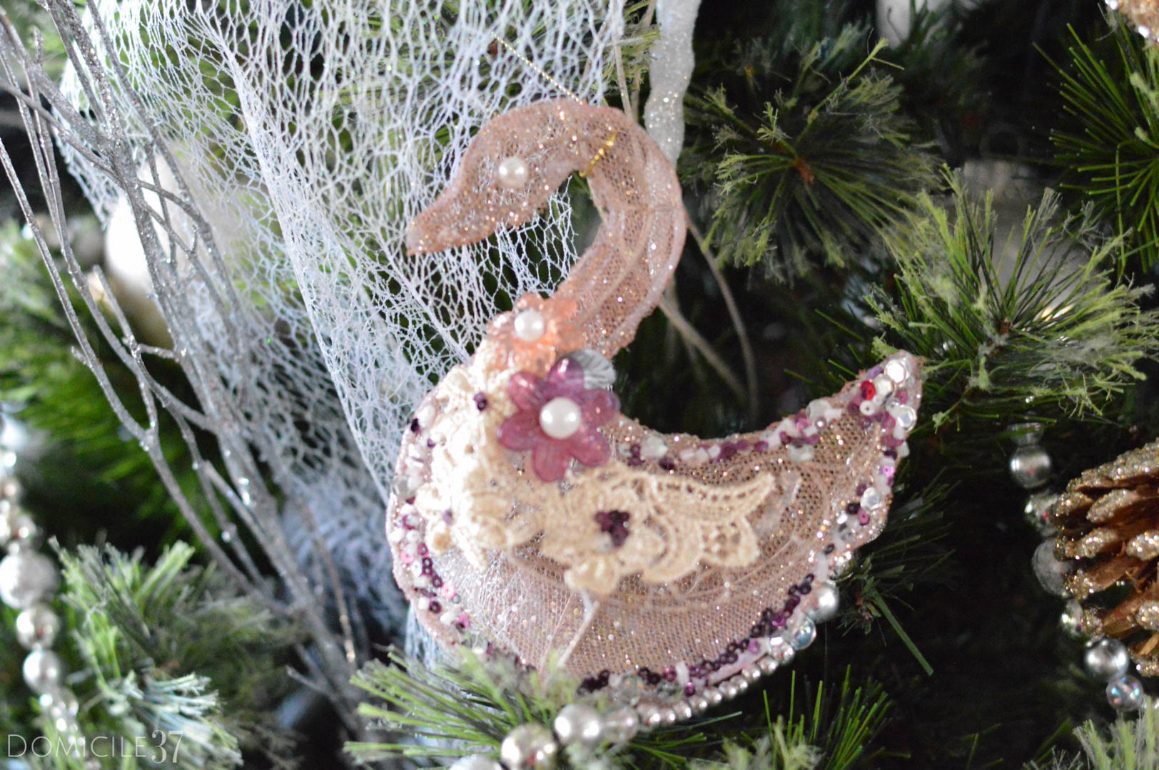 home-tour-christmas-tree-decor-at-home-swan-decor