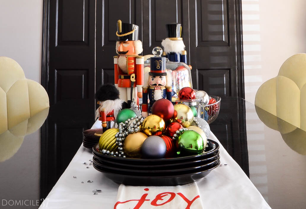 home-tour-dining-room-nutcrackers