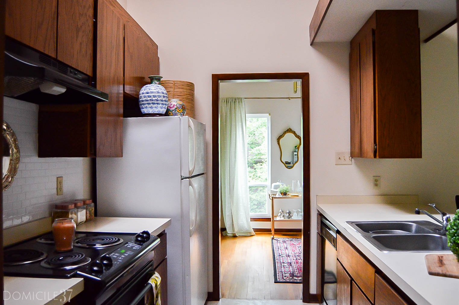 5 inexpensive ways to upgrade your rental | Rental living on a budget | rental kitchen | decorating your rental kitchen | rental living | clutter free kitchen | rental kitchen decor