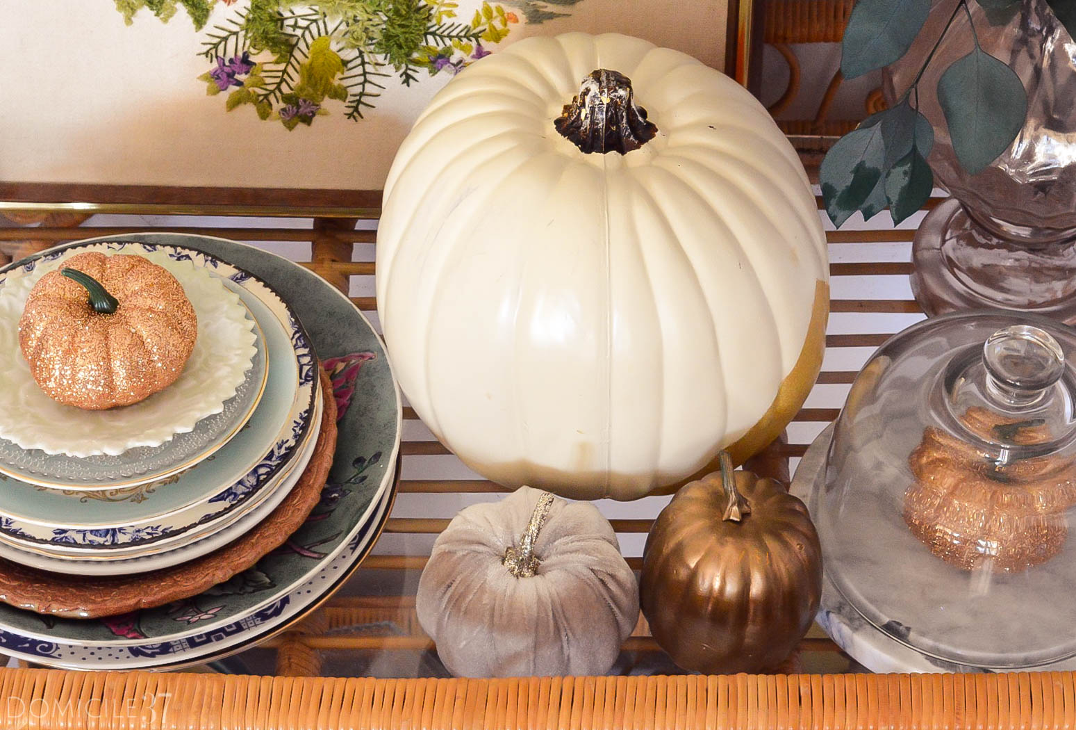 Decorating with faux pumpkins | Fall faux pumpkins | glitter pumpkins | gold pumpkins