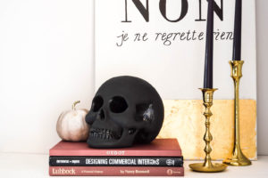 Easy Halloween Decor | DIY Halloween | Black Skull | Chalk paint skull | Halloween | Spooky Halloween decor |