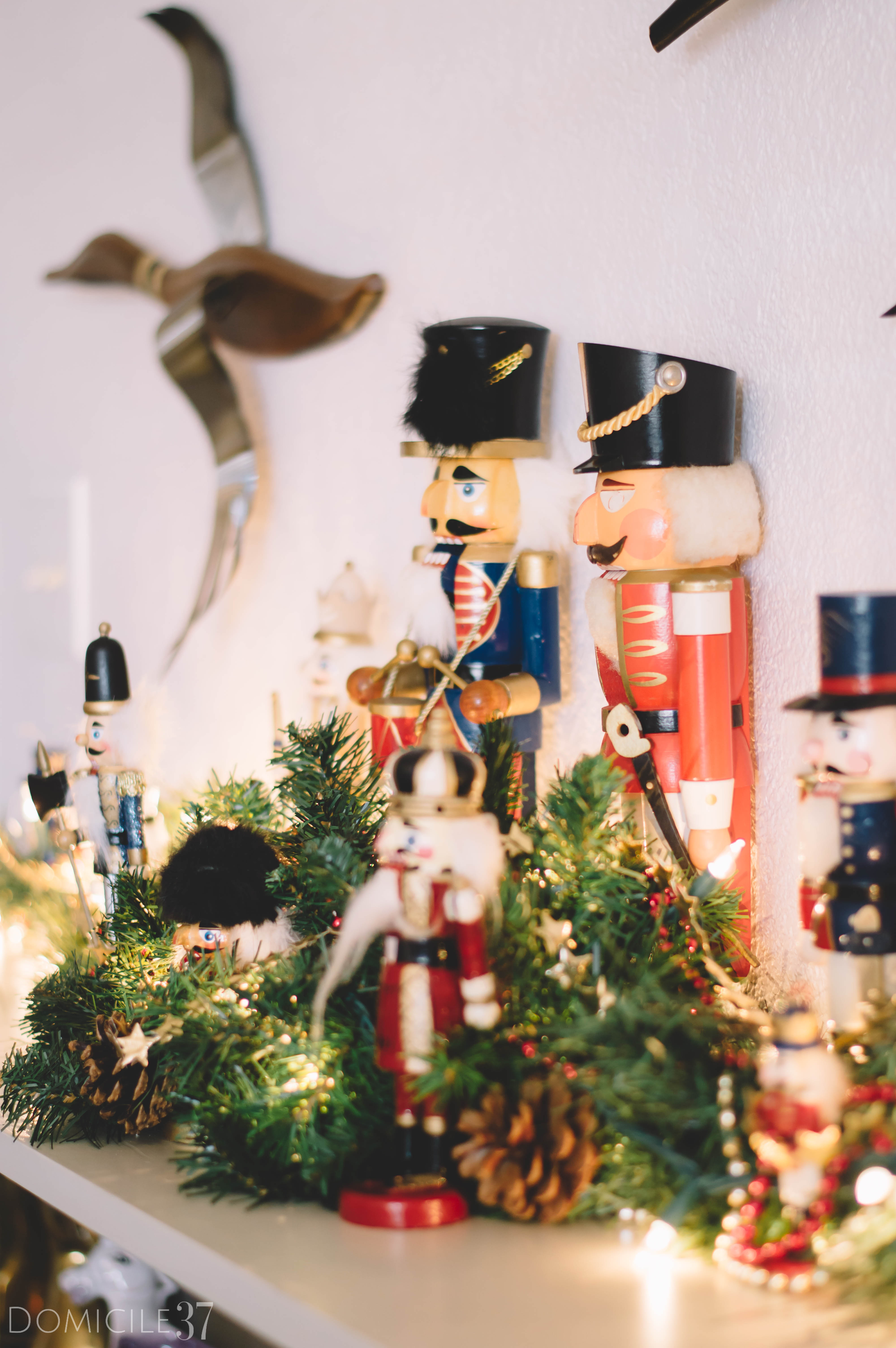 Domicile 37 | Holiday decor | Christmas Decor | Decorating bedroom Christmas | Vintage Christmas | Traditional Christmas decor | Nutcrackers