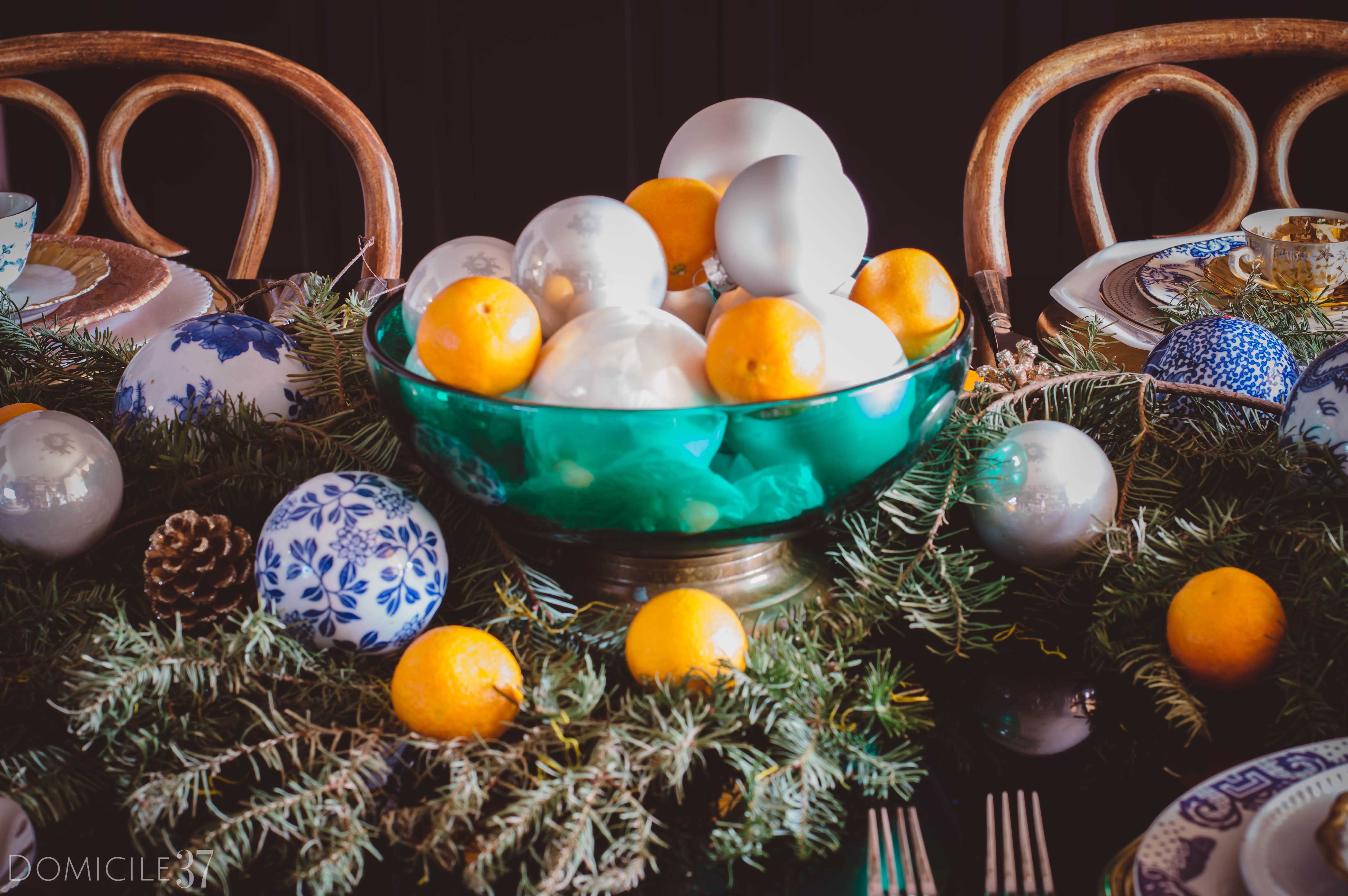 European inspired Christmas setting | Christmas tablescape idea | Orange tablescape | Christmas tablescape | chinoiserie Christmas | Christmas Ornaments decor