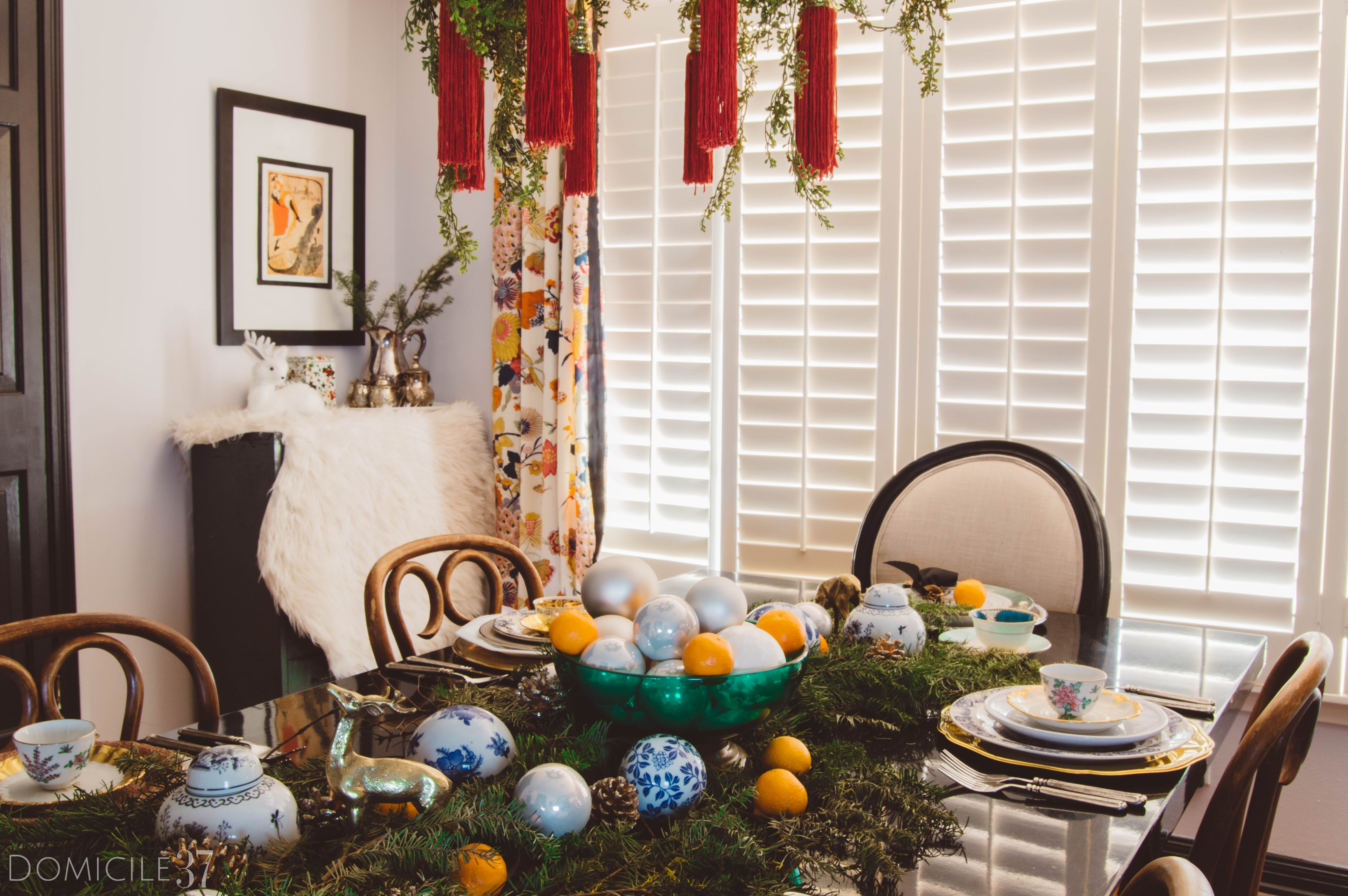 European Christmas setting | Eclectic Christmas | Tablescape Ideas | Christmas Tablescape | Tasseled Chandelier