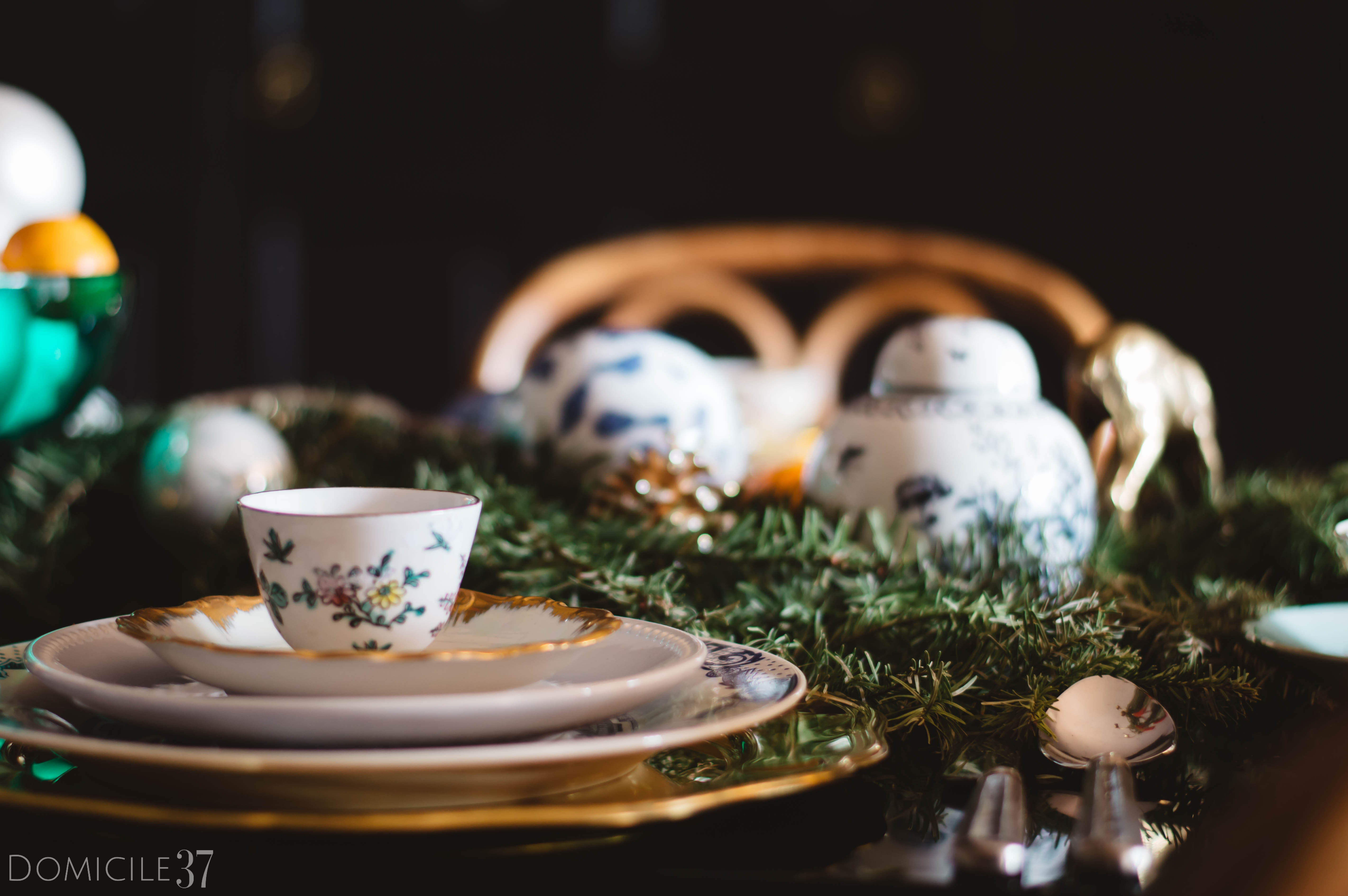 European Christmas setting | Eclectic Christmas | Tablescape Ideas | Christmas Tablescape | Tasseled Chandelier | Chinoiserie