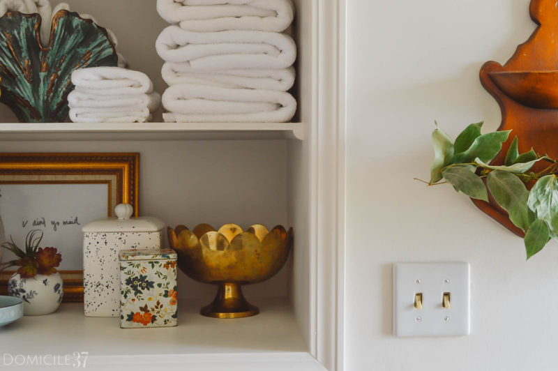 How To Create the Perfect Guest Bathroom Shelf