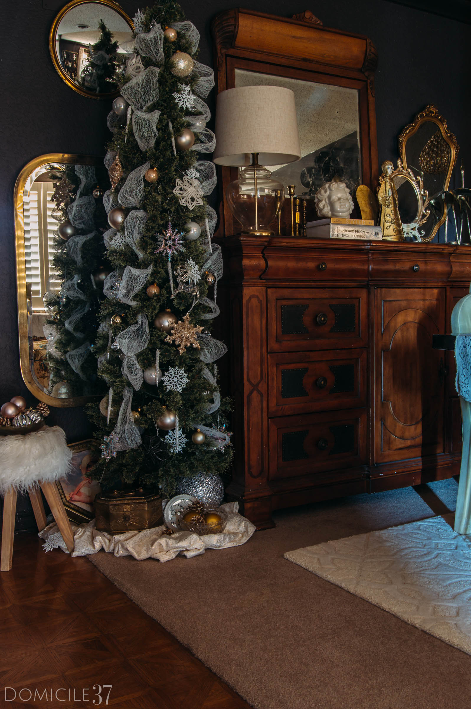 Winter Eclectic Home Tour, Classic Christmas