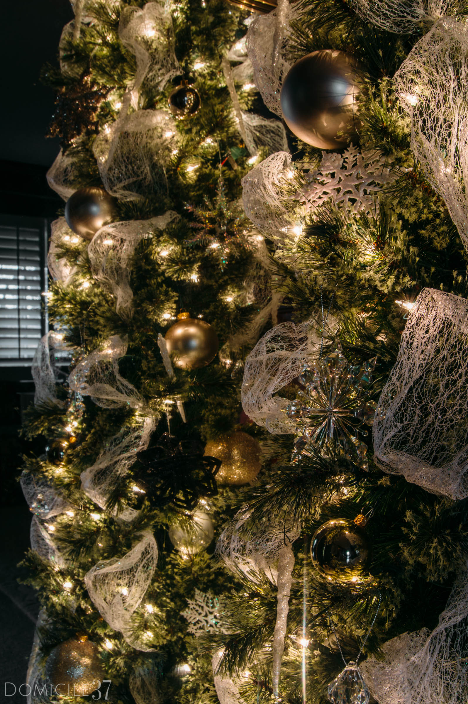 Lit Cashmere Christmas Tree, mesh Christmas decor