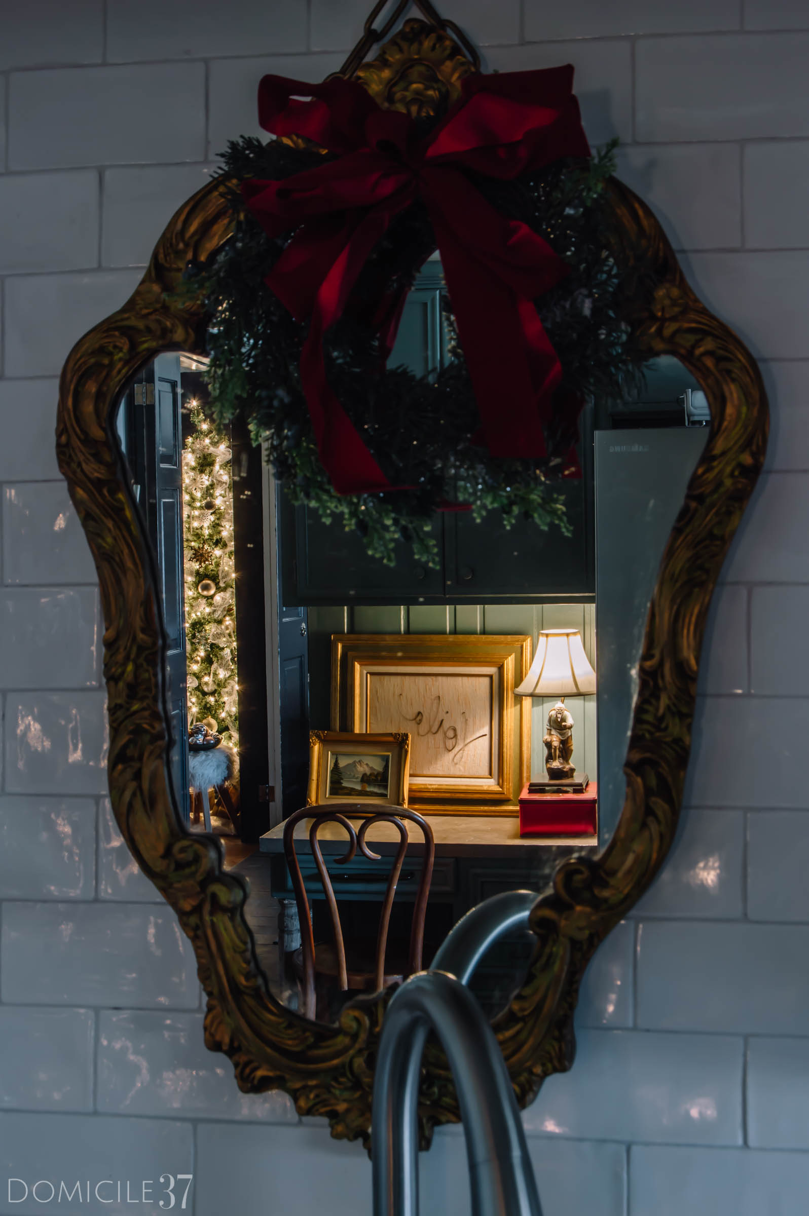 Mirror decor, Wreath on mirror, Christmas Decor Kitchen